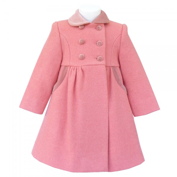 And we've got some of the best girls' coats and jackets on the planet, so finding one (or a few) she likes is a total breeze. Choose from just–for–kids styles (like our ruffle–back khaki chino jacket or our hot pink raincoat), or pick up a pint–sized version of one of Mom's faves (how about our downtown field jacket?).
